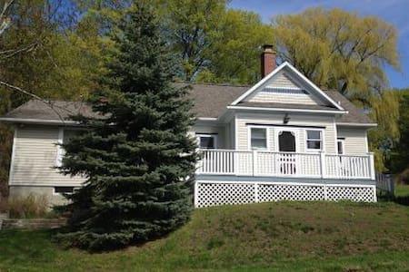 Remodeled School House Near Lake Michigan Sleeps 8 - Bear Lake