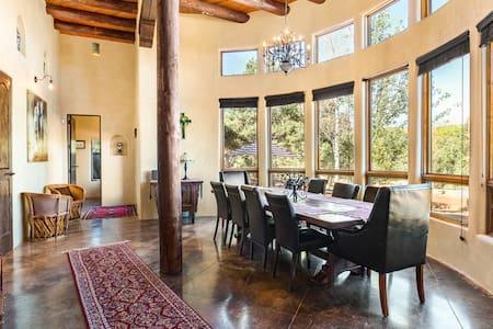 Relaxed Santa Fe Getaway in Spacious Luxury