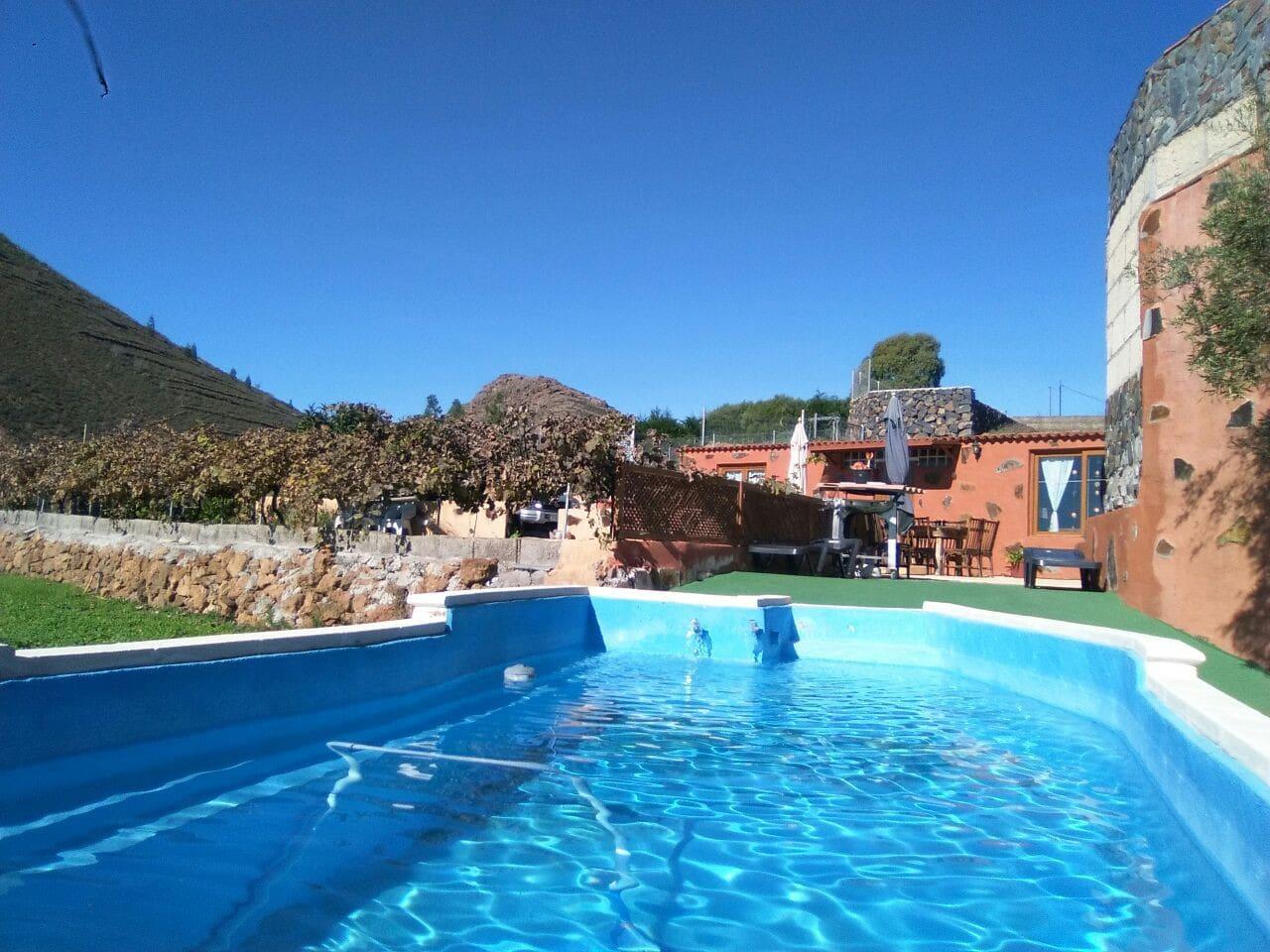 edificio principal y jardín con piscina