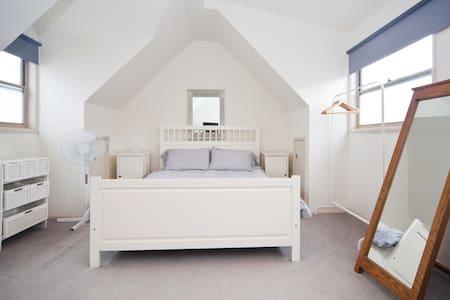Double Bedroom/Bthrm in Queens Pk - Queens Park - Loft