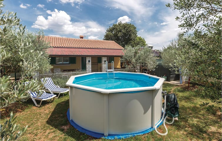 Holiday cottage with 1 bedroom on 39m² in Peroj