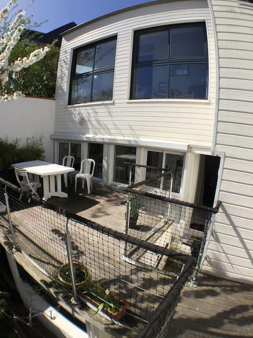 façade EST et terrasse, accès au jardin de 200 m 2