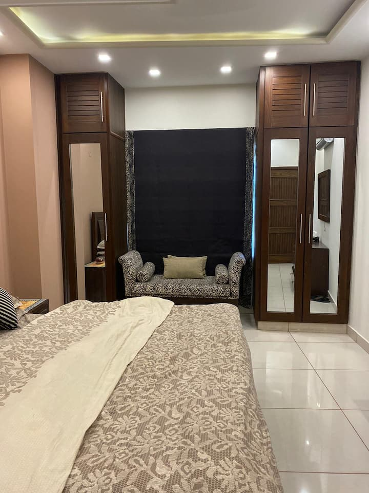 Luxurious flat nearby canal road