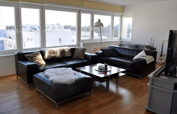 Private room in a Modern Top-floor Apartment - Sankt Pölten - 아파트