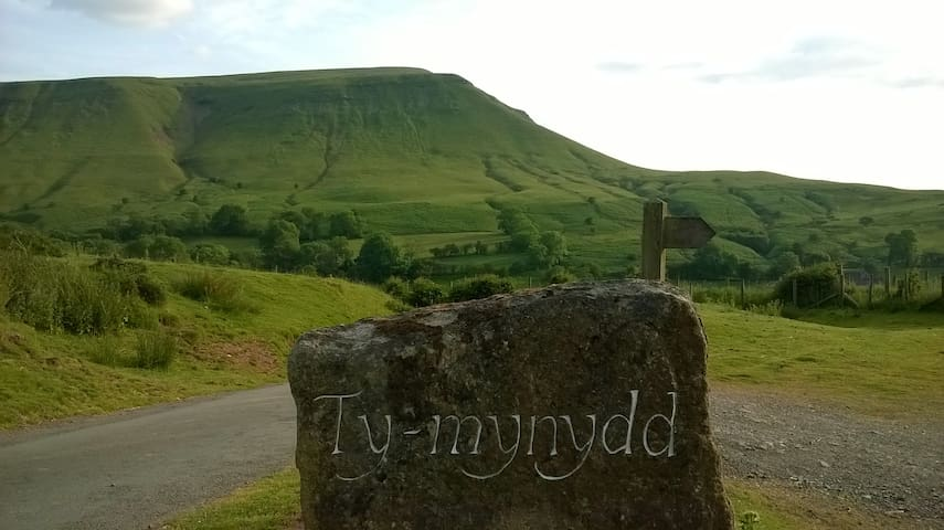 Ty-Mynydd  'A Mountain Retreat'  HR3 5RJ