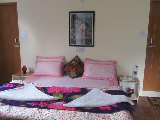 Manali Top ( Deluxe Room + Kitchen)
