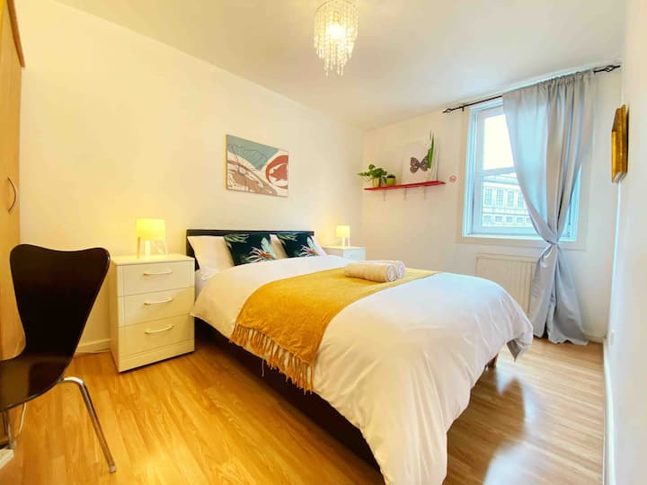 Cosy & Central Double Bedroom ★with Extras★ R1