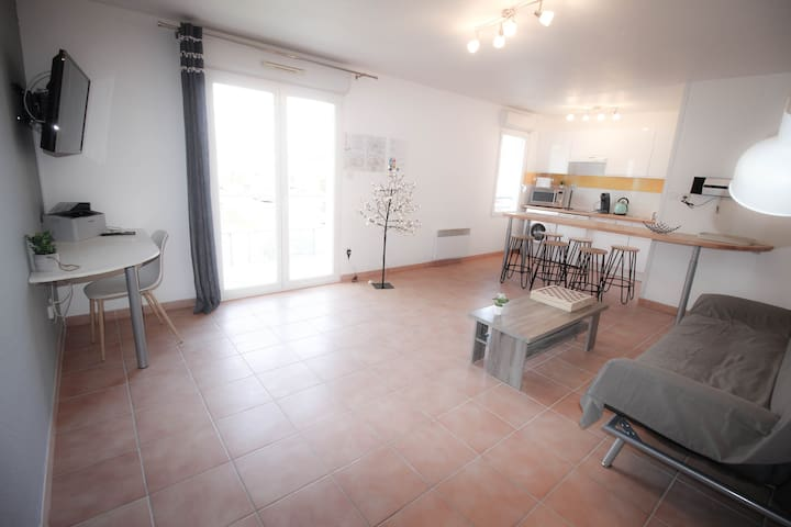 CARCASSONNE, Parking, Terrace, 3 bed + cot, WIFI