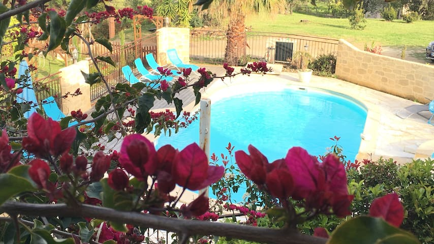 Logement piscine chauffée mer 400 m - Solaro