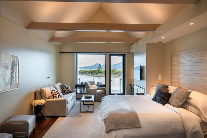 Madrona Suite at the Water's Edge in Eastsound