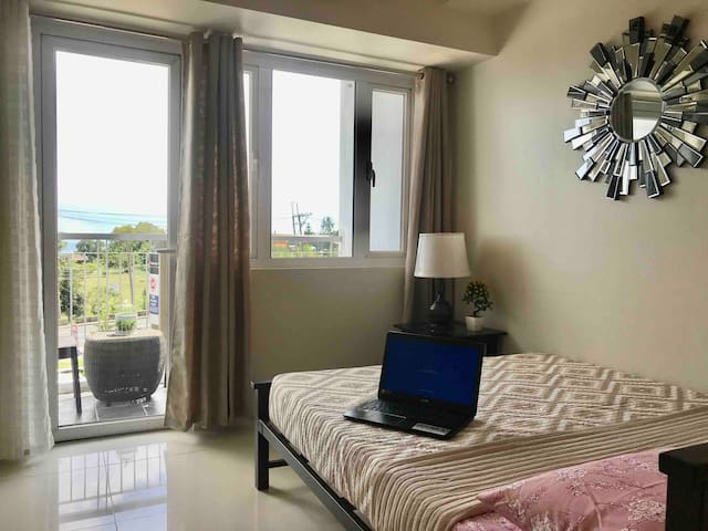 WR2 Wind Deluxe Netflix Suites @ Tagaytay City