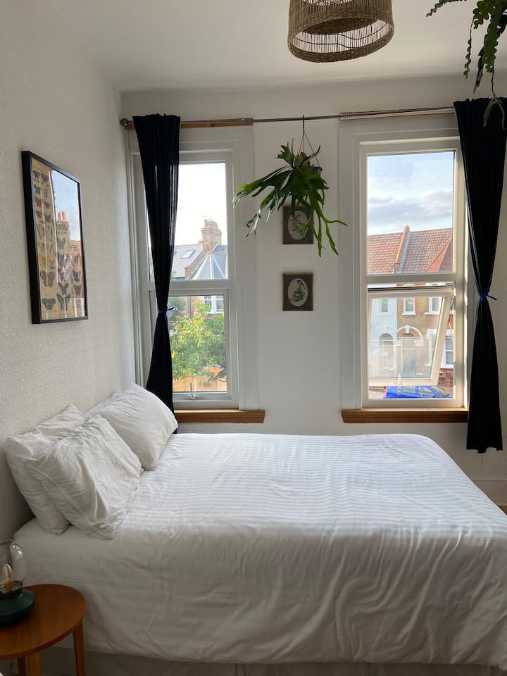 Bright and airy double room in Lower Clapton