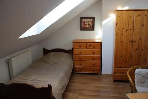 3. bed gezellige kamer in een rustige omgeving!