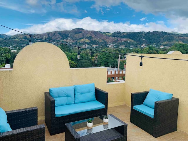 Modern 2Bed 2Bath 4Pax, w/ Exclusive Rooftop Terrace