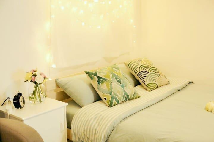 【朝夕·壹】南门外城墙下浪漫舒适的现代公寓(含家庭影院哦) - 西安市 - Apartment