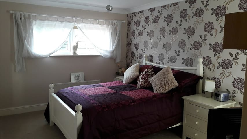 Large Double room with en-suite - Andover - Ev