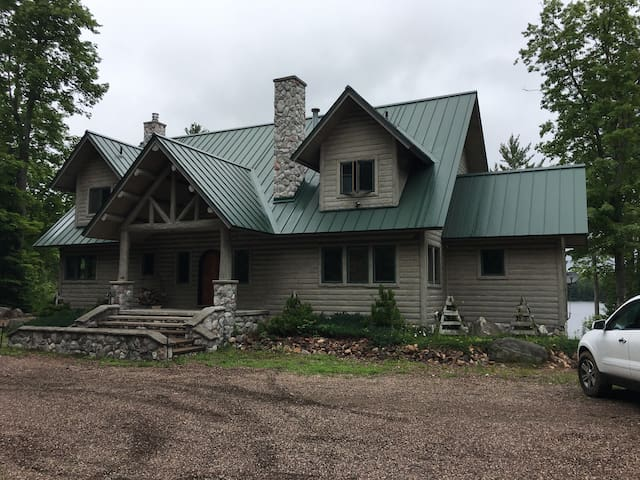 Luxury on private Lake Gibson near Lake Michigamme
