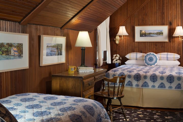 Cowen Luxury Queen & Twin Beds at Magnolia Springs B&B