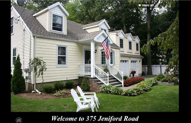 Bright, private 1,000 sq. ft. 1-Bedroom Apartment - Fairfield - Daire