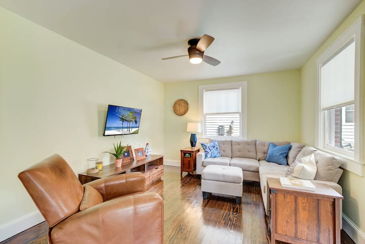 Quiet, renovated Wagener Terrace home w/ porch, fenced yard & laundry!