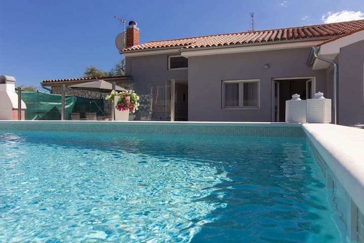 Beautiful house Luna with private pool in Pula
