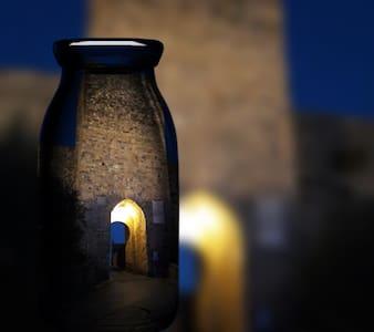 Charming In Piazza Monteriggioni Borgo Medievale - Monteriggioni