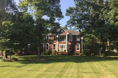 Large family getaway with pool & private backyard! - Mount Juliet - Casa