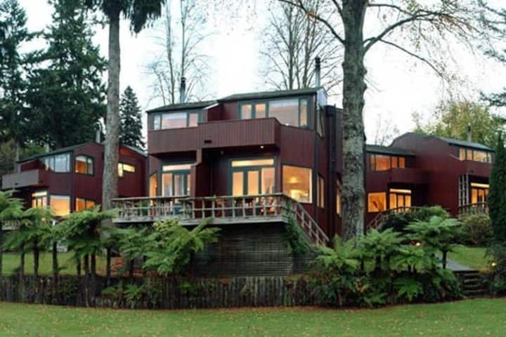 Lake front chalet in Taupo