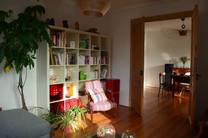 Appartement chaleureux, calme, lumineux et central - Strasbourg - Apartment