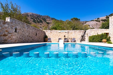 Traditional Villa with pool