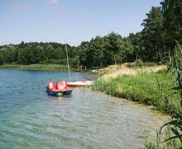Domek przy jeziorze Budzisławskim