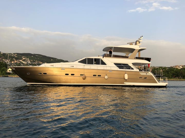 Gold luxury motoryacht
