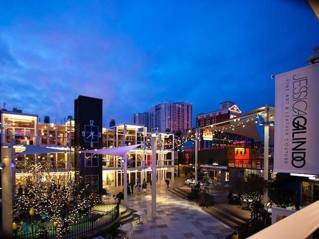 Heart of Downtown Las Vegas Modern Loft Condo - Las Vegas - Wohnung