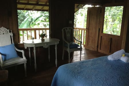 Charming Javanese wooden Bungalow valley view - Ubud