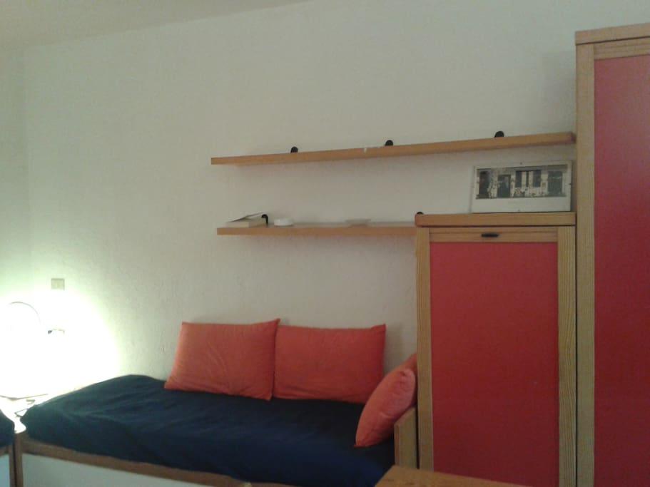 divano letto e armadio