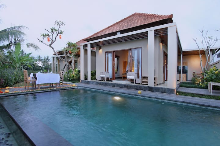 Suite one bedroom with pool view and rice fields
