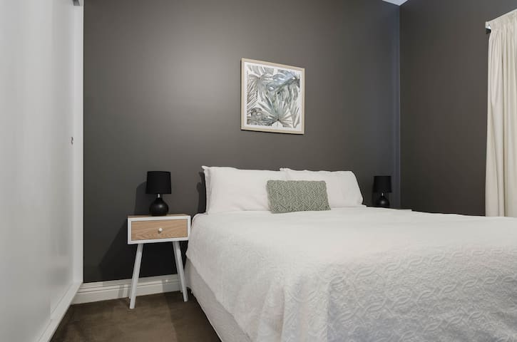 Gorge Home - 5 min from CBD/Gorge + Wi-Fi/Netflix