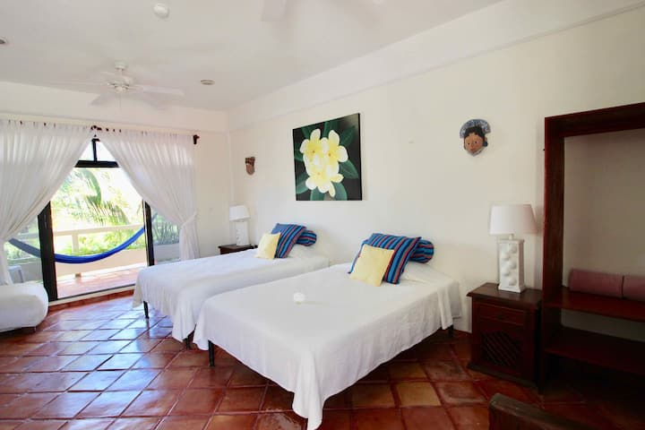 Mexican Style room, near the beach & town square!