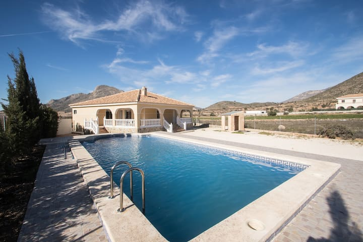 Nice detacted house with swimmingpool nearby ALC - Fondó dels Frares - Villa