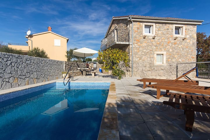 Decorated stone house with pool 79 - Brzac, Krk - Casa