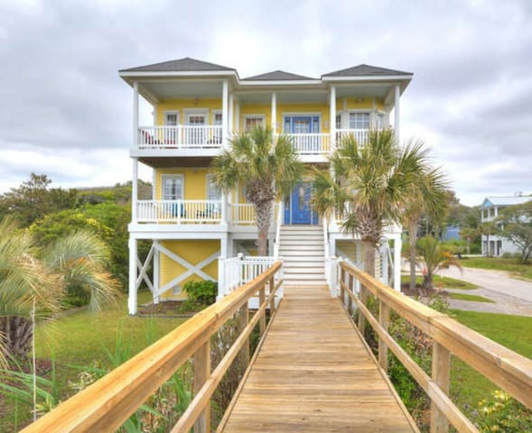 Luck & Laughter-Private Oceanfront Home