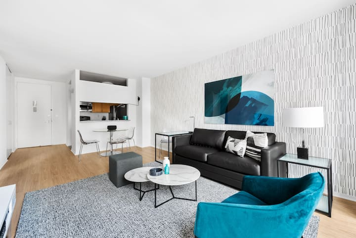 Midtown West One Bedroom near Central Park Entrance