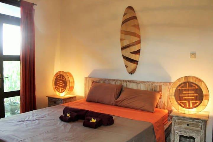 room 3 villa ombak 2  Double Six Seminyak