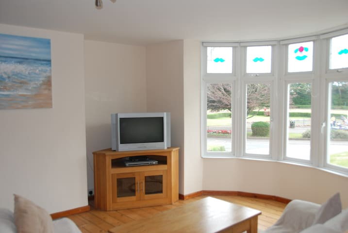 Holiday Apartment close to sea front, Town centre. - Porthcawl