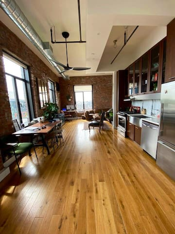 Huge Penthouse in prime Williamsburg w/ roof deck