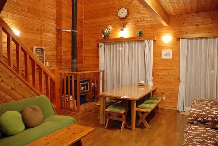 Prime cottage for couple, small family, Fireplace