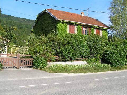 Maison de famille au pied de la montagne