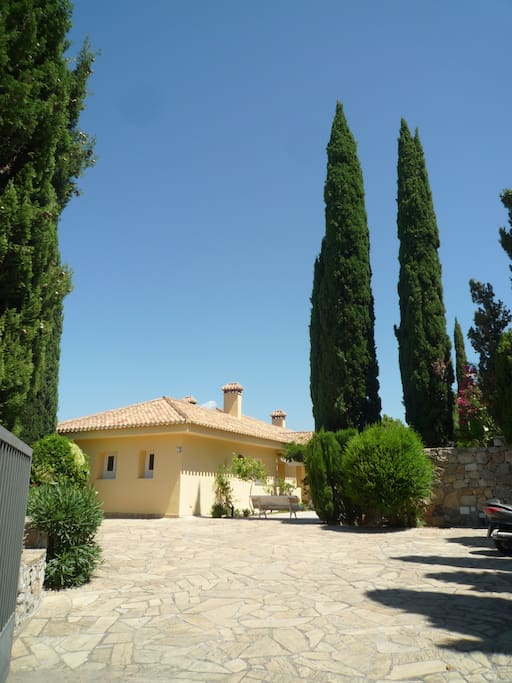 A typical Andalusian villa that captures all of the elegance and sobriety of these enchanted part of Southern Spain.