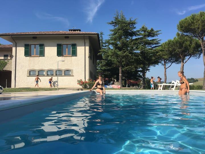 Villa Paola: un elegante tuffo nella pace