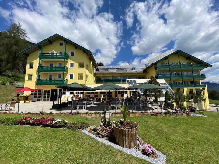 Hotel Belmont - Familienzimmer in Tiroler Natur
